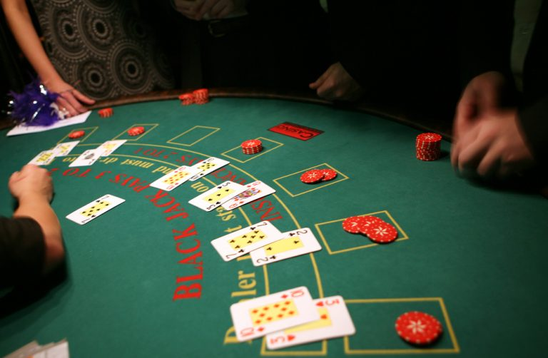 What Should You Not Do at a Blackjack Table?
